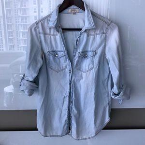 🎀 Blvd Collection Blue Denim Button Down Shirt